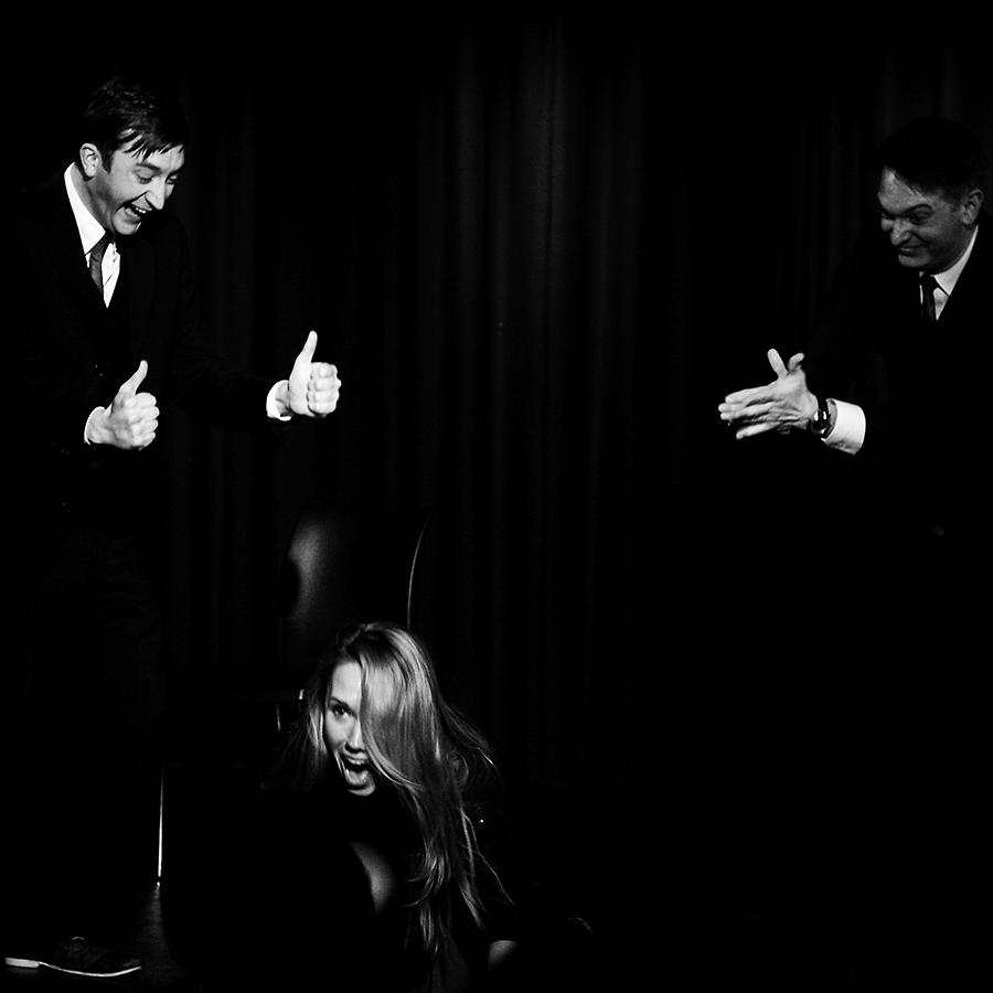 Spielen für die Zuschauer. Die Schauspieler Peter Weiss, Carolin Freund und Klaus Krückemeyer bei der Arbeit.